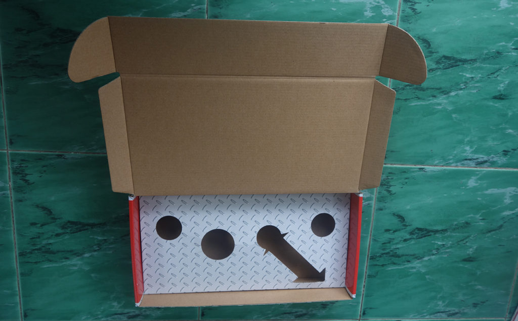 E flute corrugated box with corrugated insert